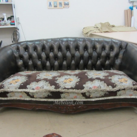 перетяжка дивана узорной тканью фото
