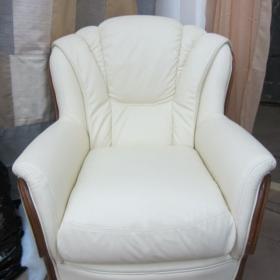 перетяжка кресла эко-кожей фото