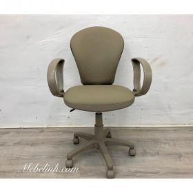 перетяжка офисного кресла фото